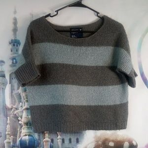 🌺 - AEO blue and gray stripped sweater